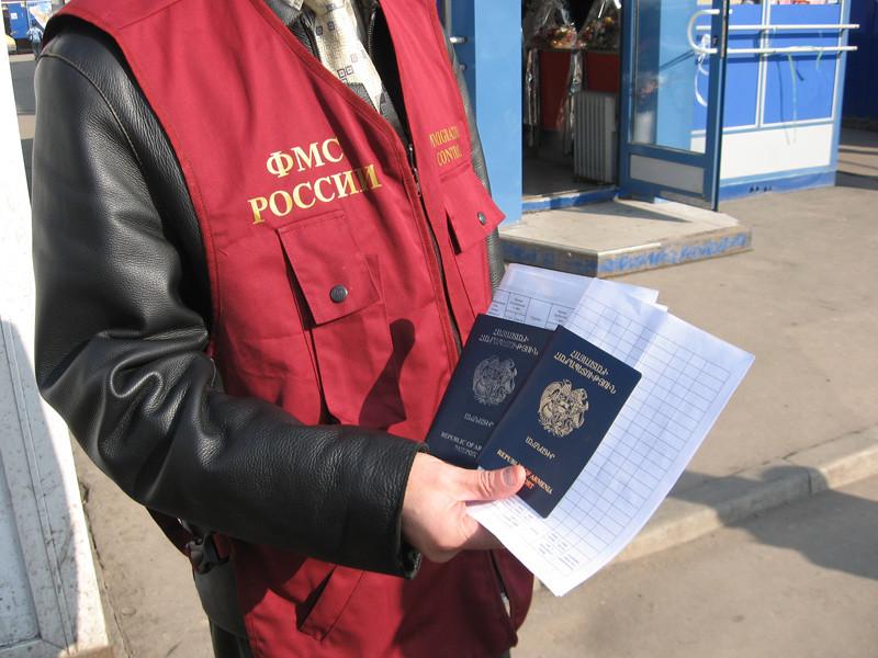 Депортированным иностранцам запретят получать российское гражданство
