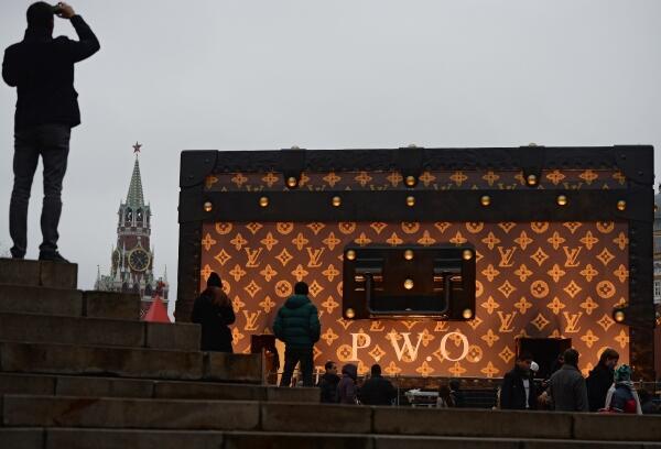 «Чемодан» Louis Vuitton оштрафуют и уберут с Красной площади