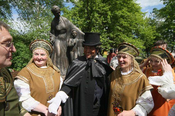 Михаил Задорнов хочет заполонить Россию памятниками няни Пушкина