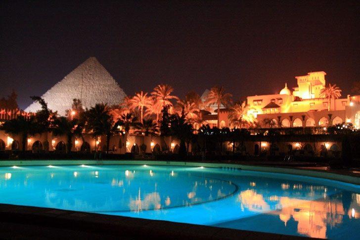 Неизвестные обстреляли отель в Египте