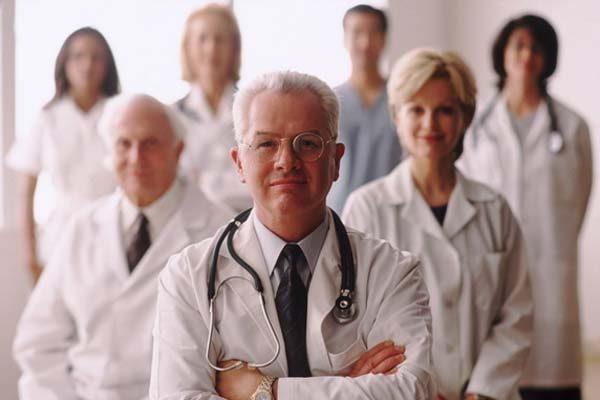 Зарплата врачей за год поднялась на 13%