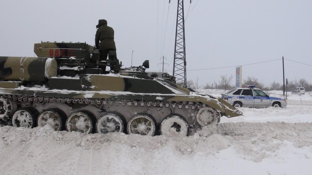 Волгоград расчищают с помощью танков и военной техники