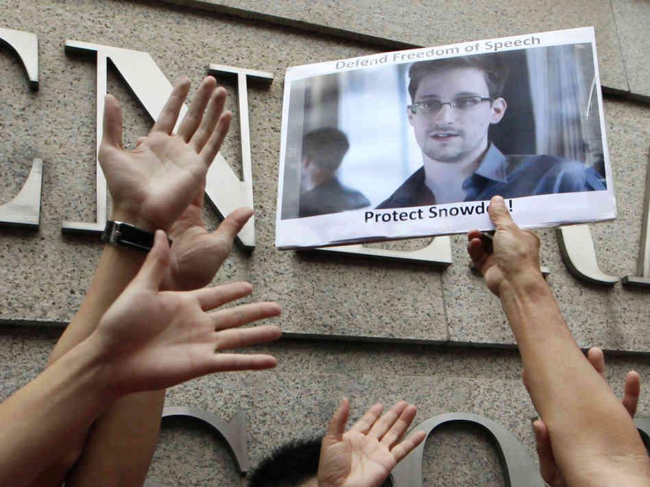 Сноуден подкинул прессе новый документ: США следят за перемещением граждан