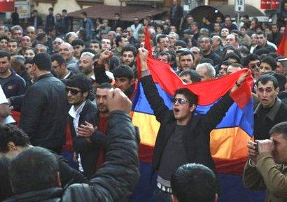 Ереванские студенты не рады визиту главы МИД «совершившей геноцид» Турции