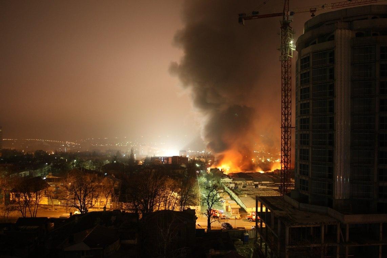 Фотографии сгоревшего в Пятигорске Верхнего рынка