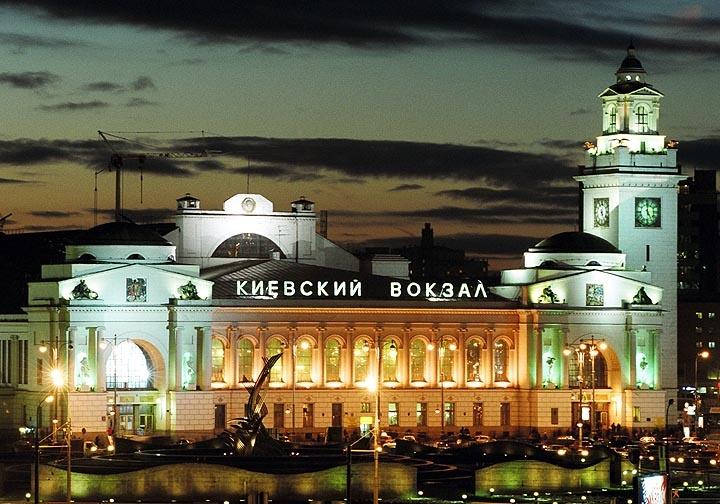 С киевских аэропортов и вокзалов эвакуируют пассажиров