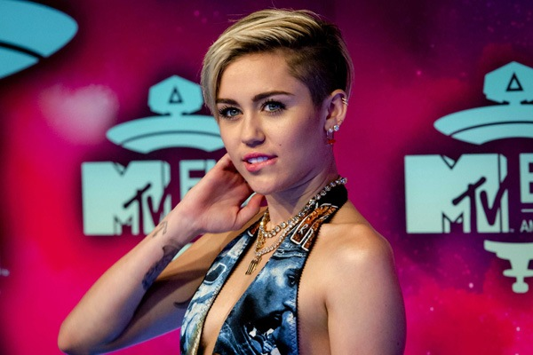 MTV назвал Майли Сайрус лучшей артисткой 2013 года