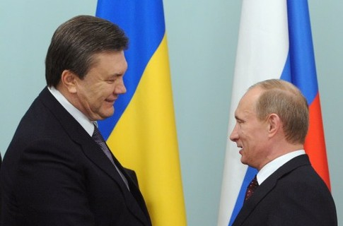 Путин одолжит Януковичу 15 млрд долларов