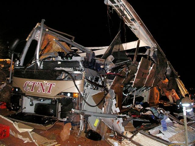 В Бразилии автобус рухнул в ущелье с 50-метровой высоты