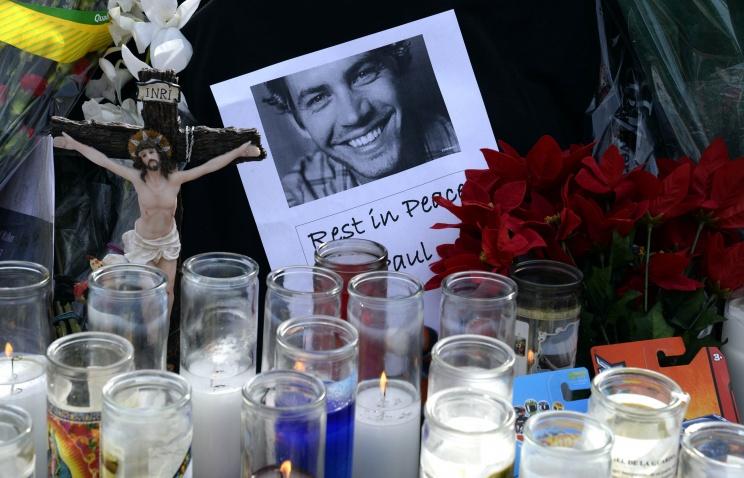 Памятник из цветов появился на месте гибели актера Пола Уокера