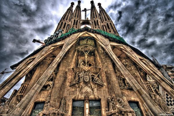 Храм Святого Семейства в Барселоне обещают достроить к 2026 году