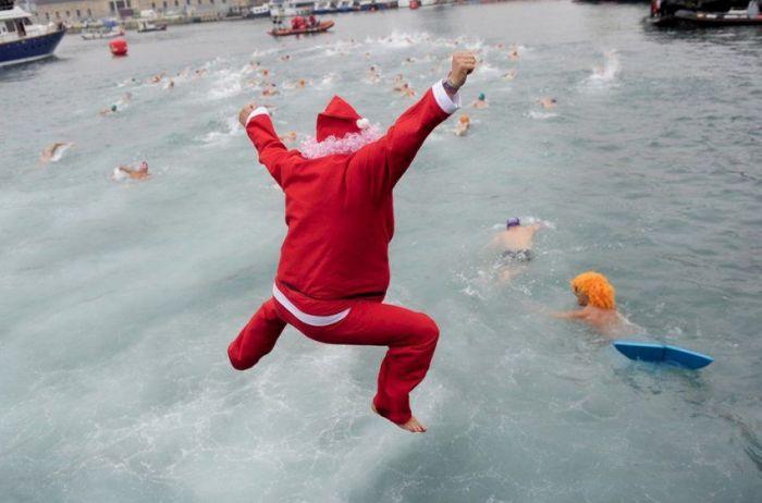 Сотни Дедов Морозов устроят заплыв в Геленджике