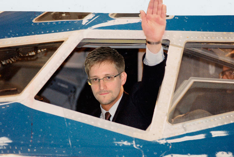 Человеком года по версии The Guardian стал Эдвард Сноуден