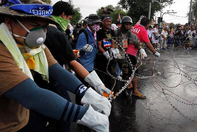 Беспорядки в Таиланде продолжаются: премьер-министр отказывается уходить с поста