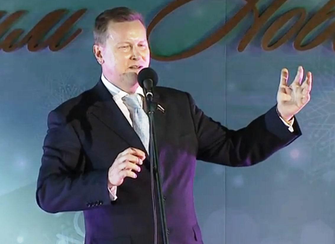 На новогоднем корпоративе в Госдуме Олег Нилов исполнил украинскую народную песню