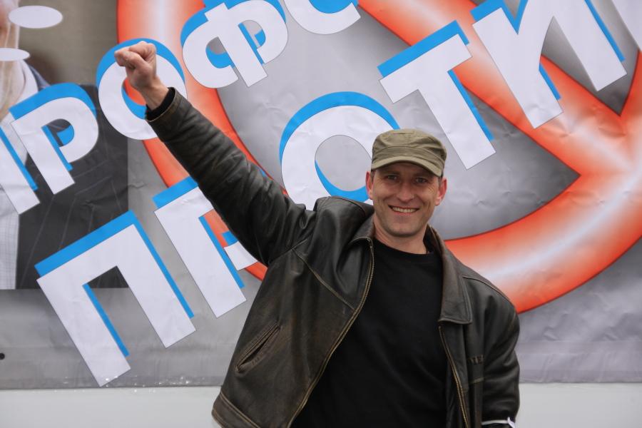 В Тольятти «железный человек» требует повысить зарплату рабочим на заводе