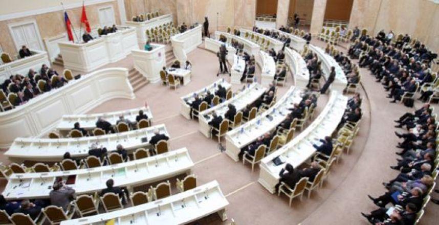 Петербургские депутаты ушли на новогодние каникулы