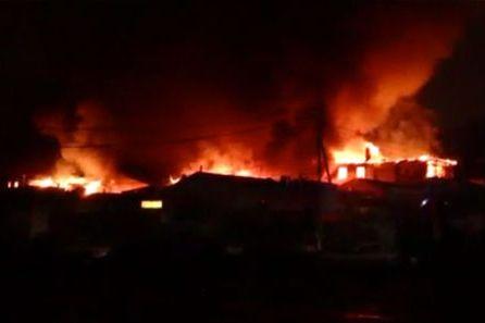 В ночь с 27 на 28 декабря в центре Пятигорска загорелся Верхний рынок. Видео