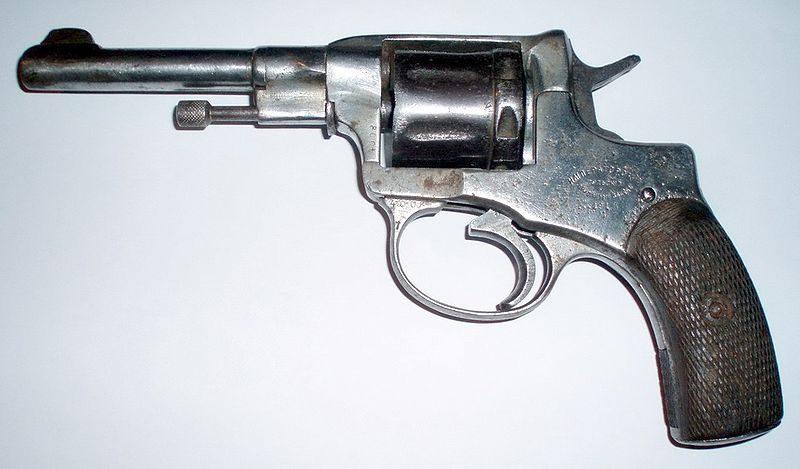 Волгоградский бомж разгуливал с револьвером времен Николая II