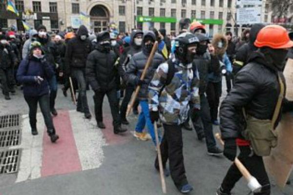 Националисты оттеснили оппозицию и воюют с властью