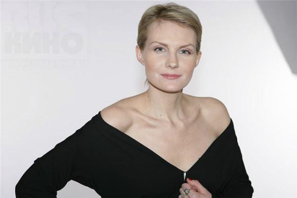 Рената Литвинова отменила спектакли из-за травмы