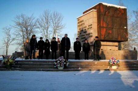 Под Питером украли памятник защитникам Ленинграда, весящий больше тонны