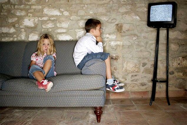 Просмотр телевизора мешает развитию мозга ребенка