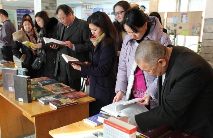 Славянскому университету в Киргизии подарили русские книги