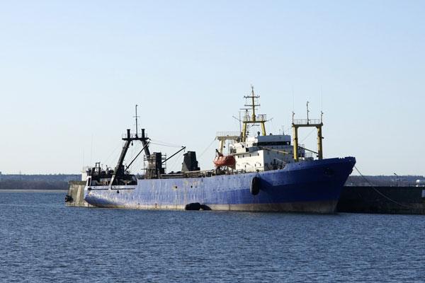 Судьба захваченного рыболовецкого траулера решится 5 января