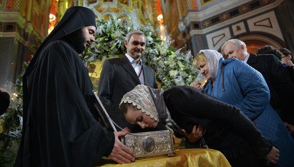 Хулиган надругался над Дарами волхвов в храме Христа Спасителя