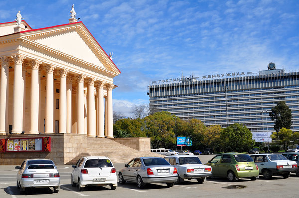 Уличные парковки в Сочи стали платными