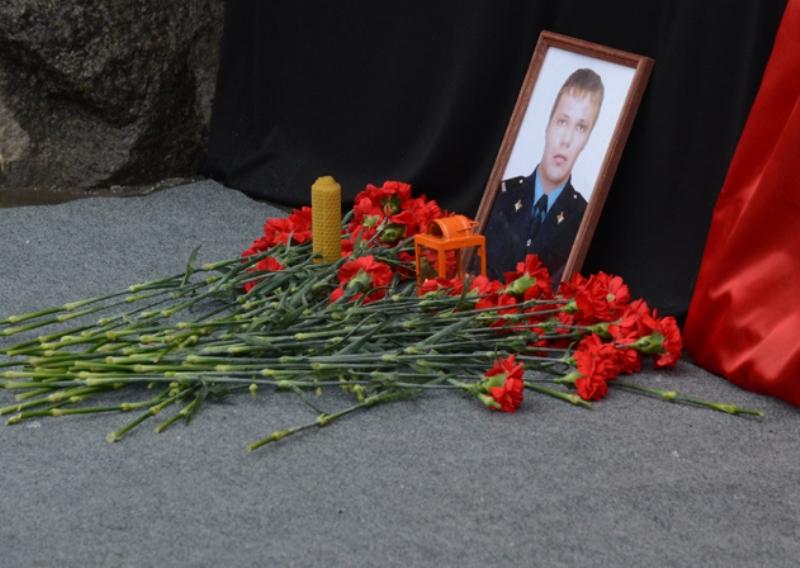 Полицейские, закрывшие террористу проход на вокзал в Волгограде, награждены Орденами мужества посмертно