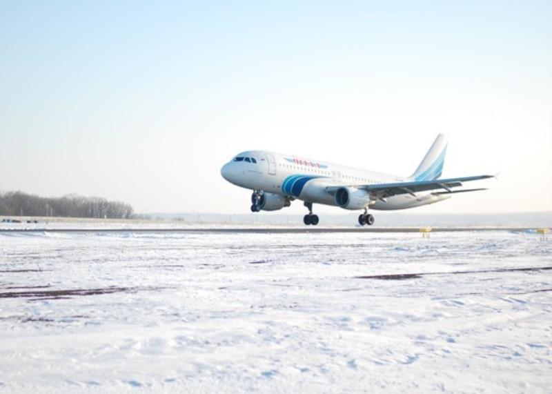Самолет съехал со взлетно-посадочной полосы в Краснодаре