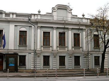 Сотрудники МЧС: в Москве горит посольство Словении