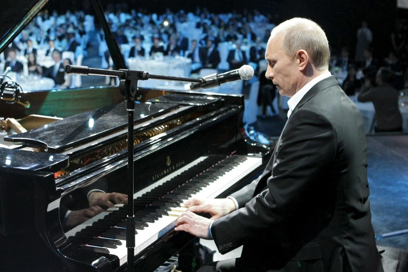 Владимир Путин и рояль