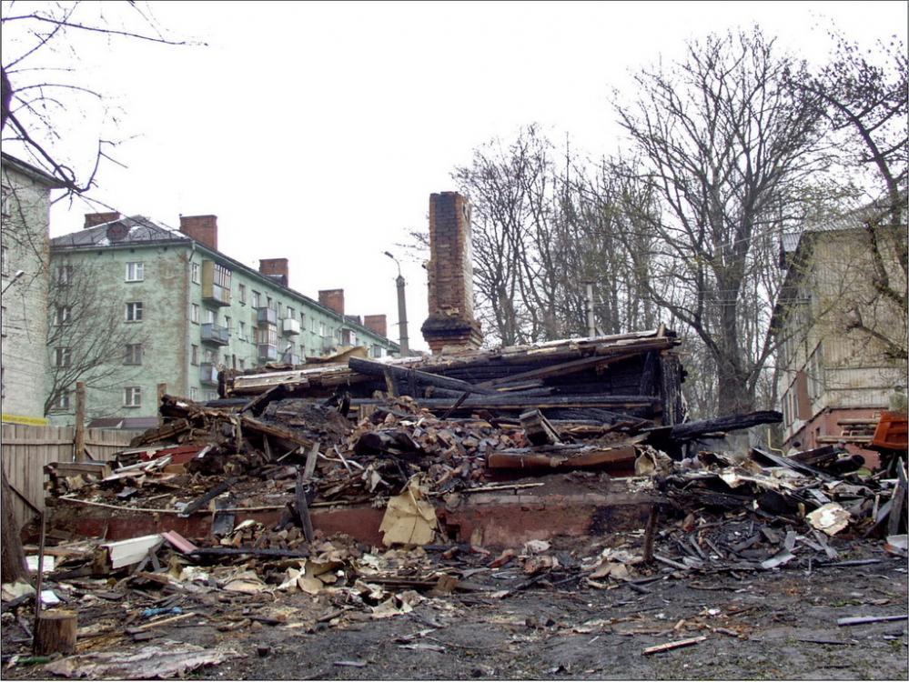 В Твери сироту поселили в руинах сгоревшего дома