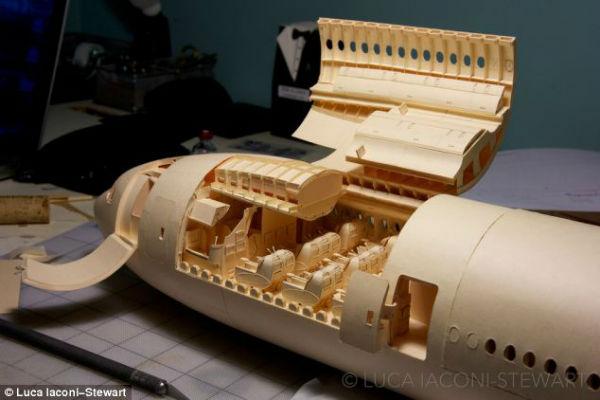 Бумажный самолетик. 22-летний студент из Сан-Франциско строит модель Боинга-777, используя только клей и картон