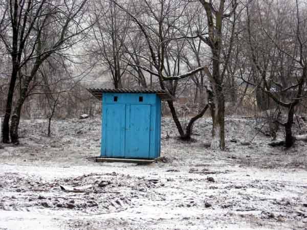 Под Красноярском в общественном туалете нашли младенца