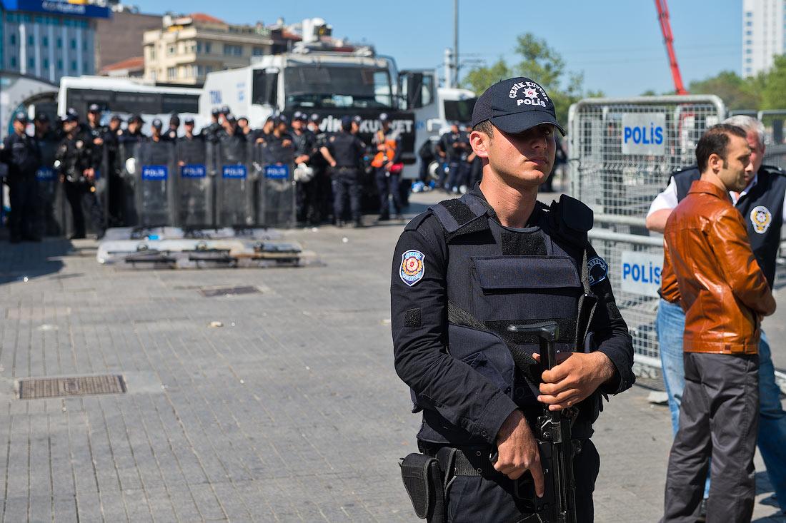 Около 350 полицейских уволены из-за коррупционного скандала в Турции