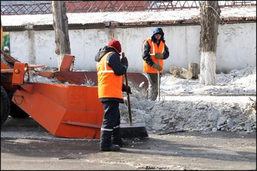 Красноярск планируют очистить от снега и сосулек за трое суток