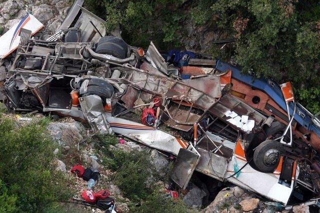 В Боливии 6 человек погибли в автобусной аварии