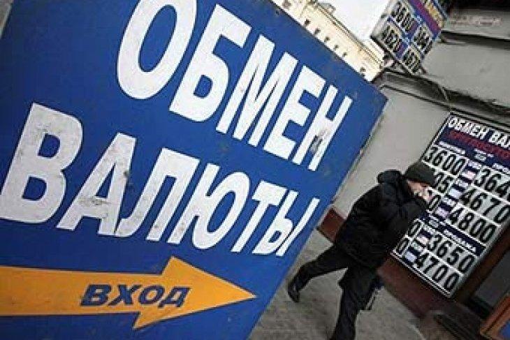 Курс доллара впервые с 2009 года перешел за 35 рублей, стоимость евро достигла 48 рублей