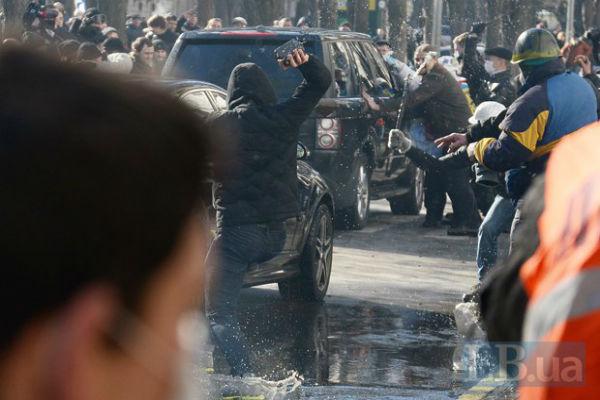 Новая волна противостояния: на улицах Киева льется кровь