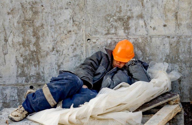 Правительство снизит долю трудовых мигрантов в строительстве до 50%