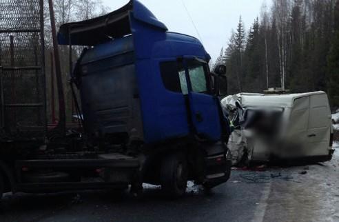 В  ДТП в Ленинградской области погибли 10 человек. «Горячая линия»