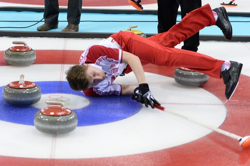 Российские керлингисты победили команду из Швейцарии