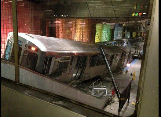 В чикагском метро поезд въехал в эскалатор: 30 человек пострадали