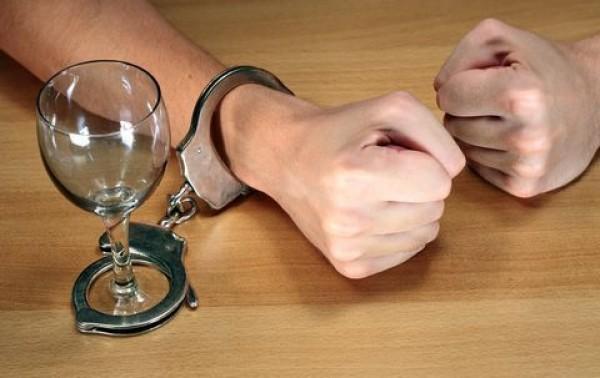 За убийство паленым алкоголем предлагают сажать на 20 лет
