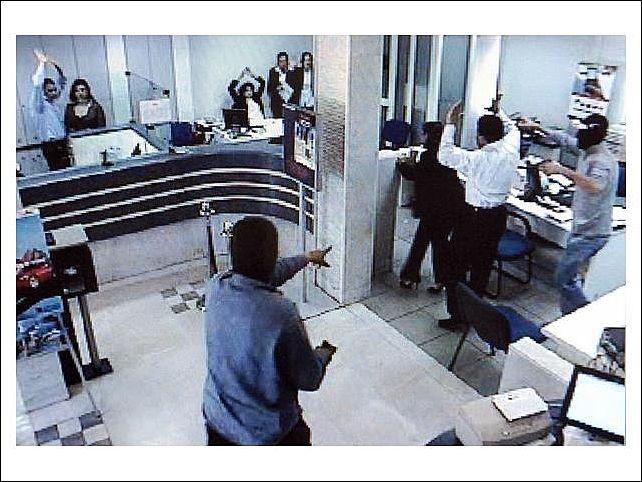 Грабителей киевского банка задержали и выпустили. Они, оказывается, лишь «правонарушители»