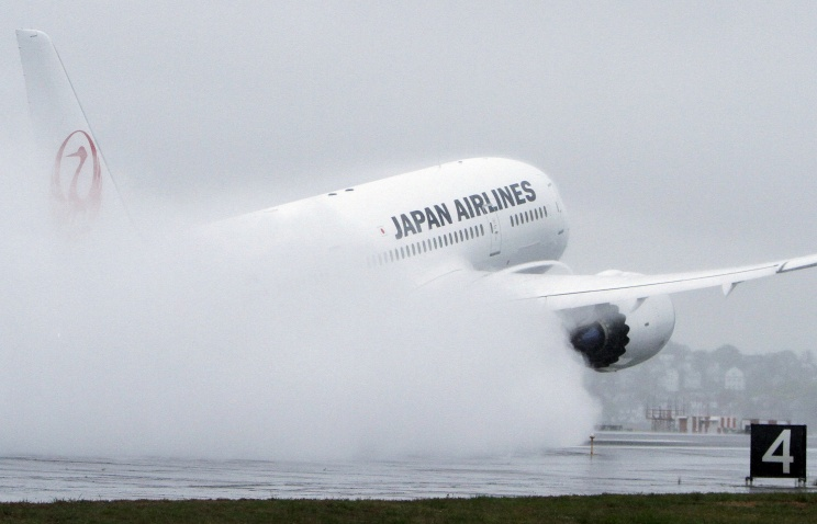 Боинг 787 из-за неисправности экстренно сел в аэропорту Гонолулу